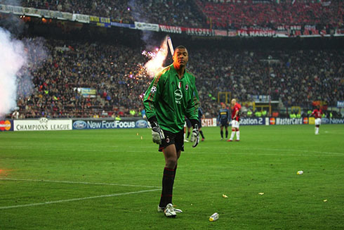 Dida is hit by a pyro at the Inter vs Milan encounter in Champions League 2005